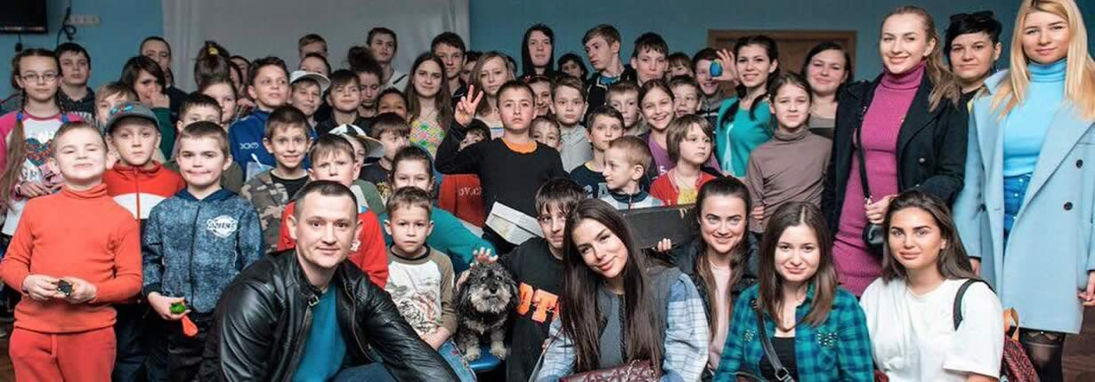 willie in ukraine with the orphans