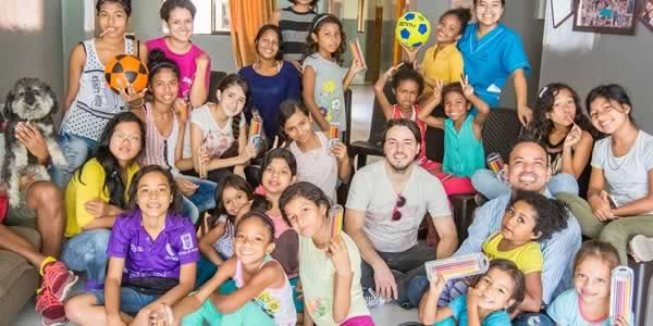 willie with the orphans in medellin colombia that he supports