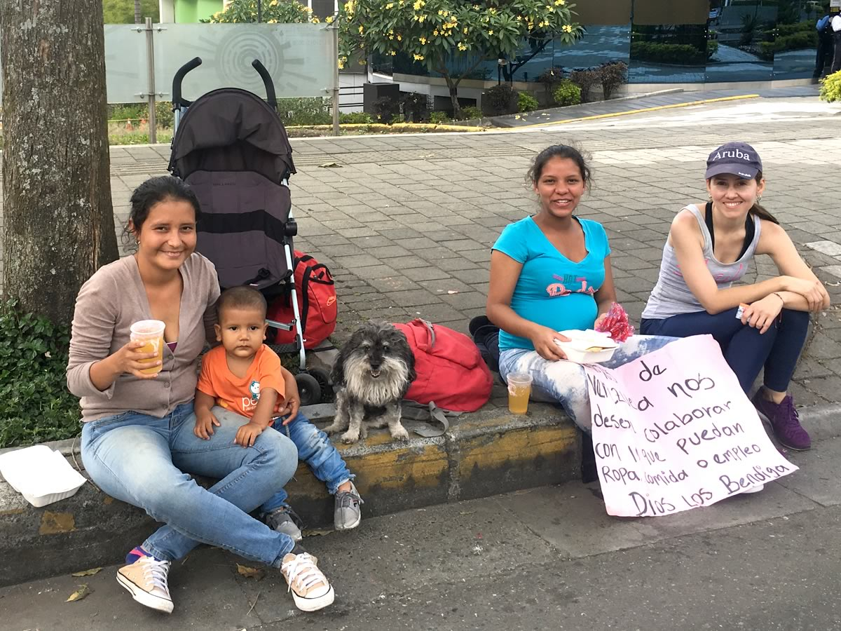 Willie hangs out with a Venezuelan family in Medellin Colombia
